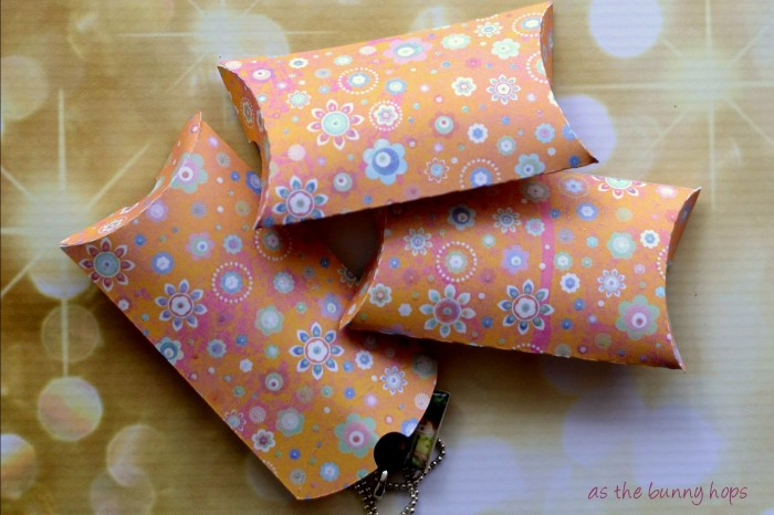 Make pillow boxes in minutes for small and unusually shaped gifts.