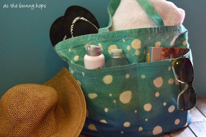 Create a fun bubble beach tote with Tie Dye from Tulip! #tiedyeyoursummer #tdys