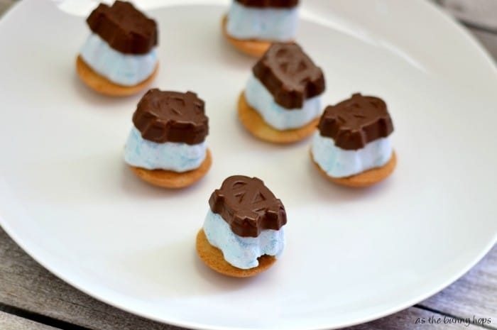 Deconstructed Blueberry Game Day S'mores #TeamJellO #shop