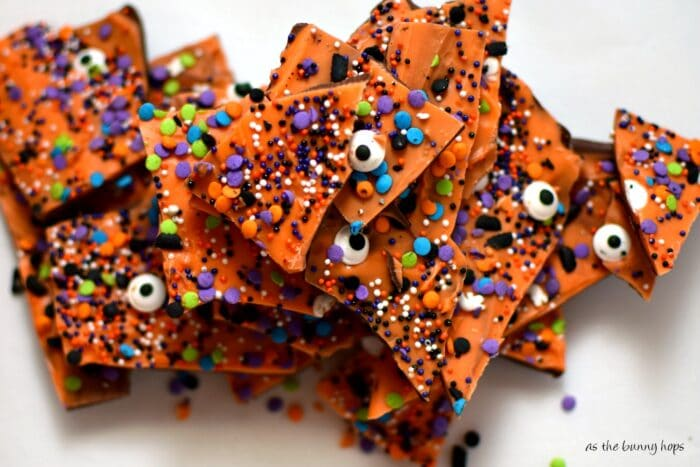 It's so easy to make this Halloween Boo Bark! It's the perfect treat for your little ghouls!