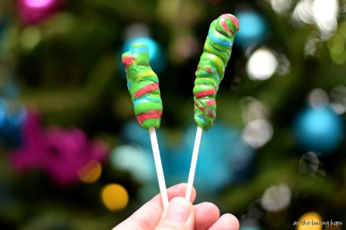 It's easy and fun to make WONKA® SWEETARTS® Candy Canes Lollipops in just a few minutes! #HolidayMadeSimple #Ad
