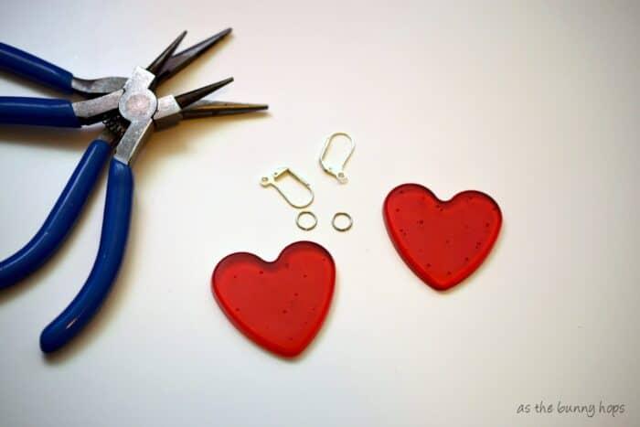 Easy to make pony bead heart earrings!