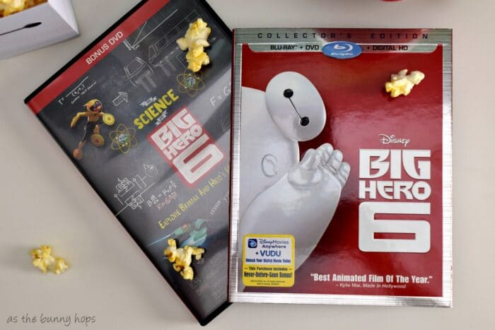Make a fun Baymax popcorn box and rice krispie treat pop for movie night! #BigHero6Release #ad
