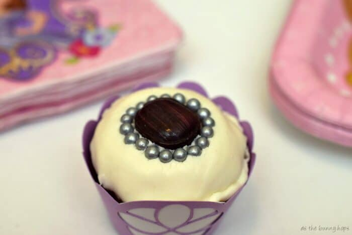 Make easy and fun Sofia the First Cupcakes for your princess in training party!