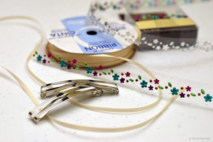 Make 80s style ribbon barrettes inspired by Disney's Cinderella wedding dress!