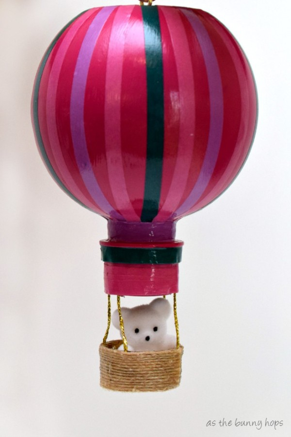 Turn your AquaBall water bottles into a fun hot air balloon craft! You just need some paint, washi tape and a few other supplies.