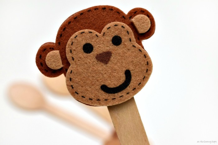 "Make fun ""Frozen Monkey"" chocolate pudding with easy DIY monkey spoons!"