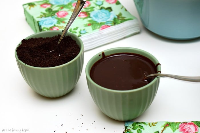 Chocolate Sauce and Cookies