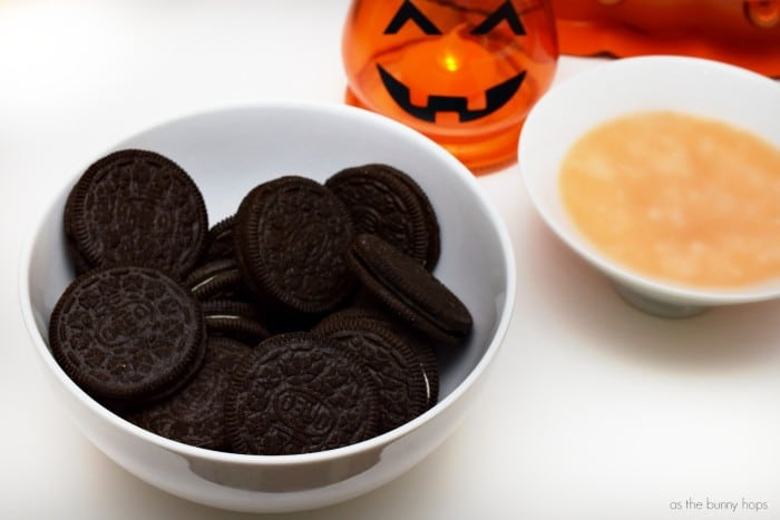 The easiest Halloween party theme ever? That award goes to the Jack-O'Lantern party!
