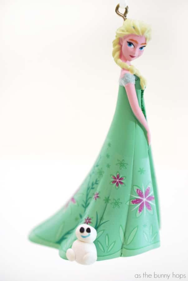 Use polymer clay to make your own Snowgie Christmas ornament. You can use one to embellish the Frozen Fever Elsa ornament, too!
