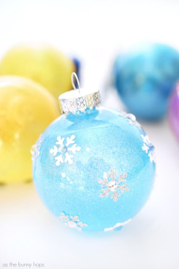 It's easy to make these Disney Princess-Inspired Christmas Ornament featuring Snow White, Cinderella, Rapunzel, Tiana and Elsa! The DIY instructions are kid friendly and full of glitter and fun!
