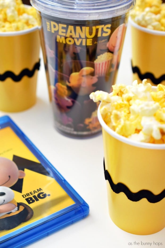 Celebrate family movie night with The Peanuts Movie and these fun Charlie Brown snack cups!
