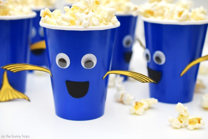 Finding Dory Snack Cups. Easy to make. Includes printable for tail and fins!
