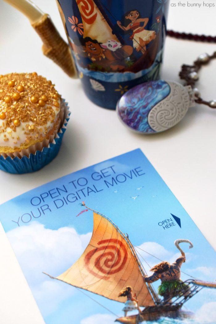 Make your movie night sparkle with Moana-inspired Tamatoa Shiny Cupcakes!