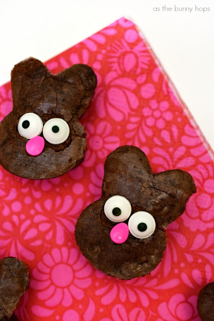 You don't need any special baking skills to make these easy bunny brownies!