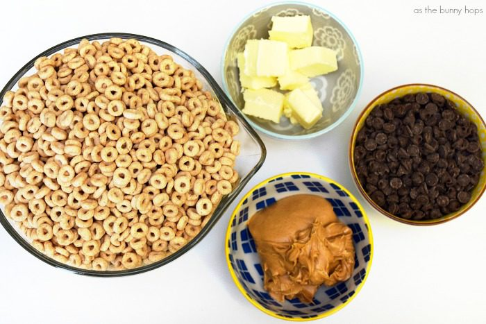 You'll love this simple recipe for Cheerios Sweet Snack Mix!