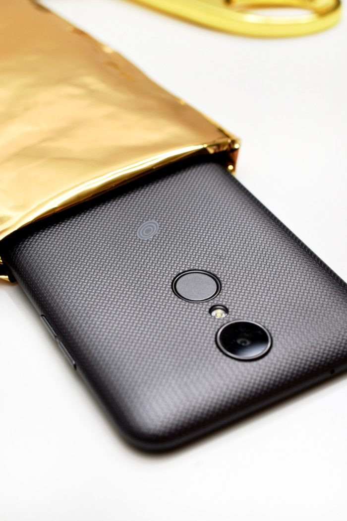 Need an easy way to protect your phone? Try this DIY Mirror Tape and Bubble Wrap phone case!
