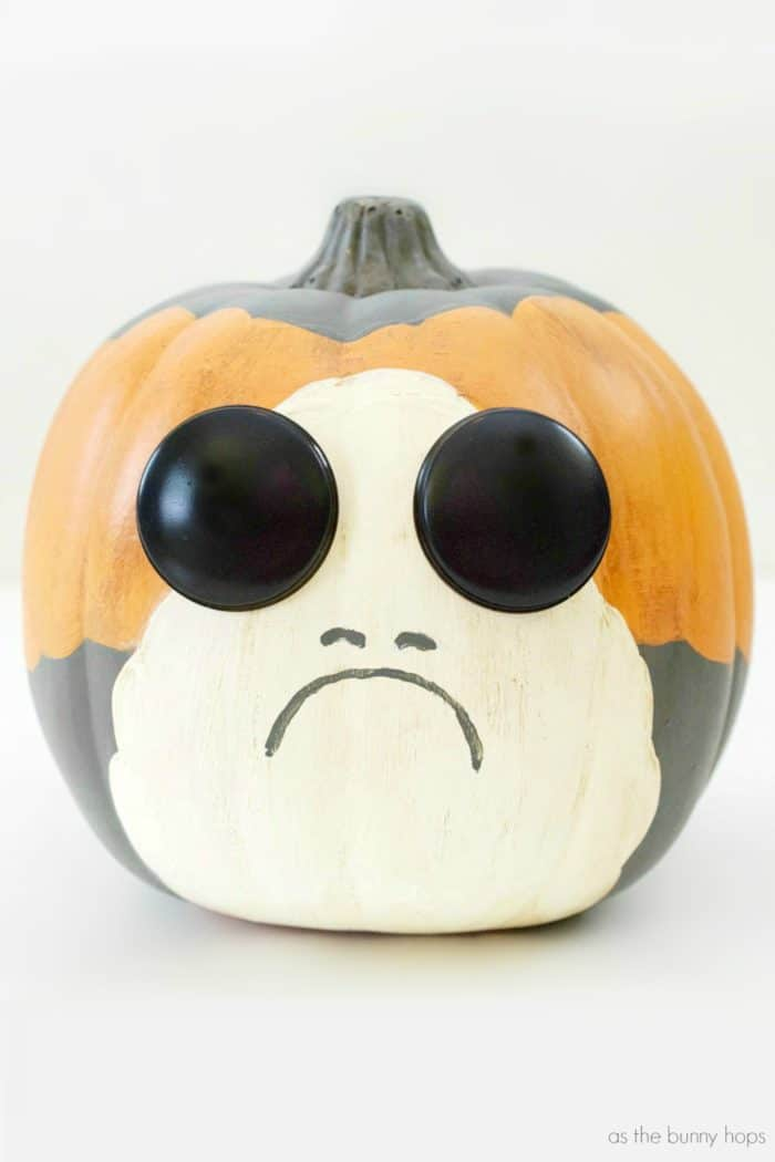 It's your new favorite character from The Last Jedi-in pumpkin form! Find out how to make your own Porg Pumpkin, just in time for Halloween!