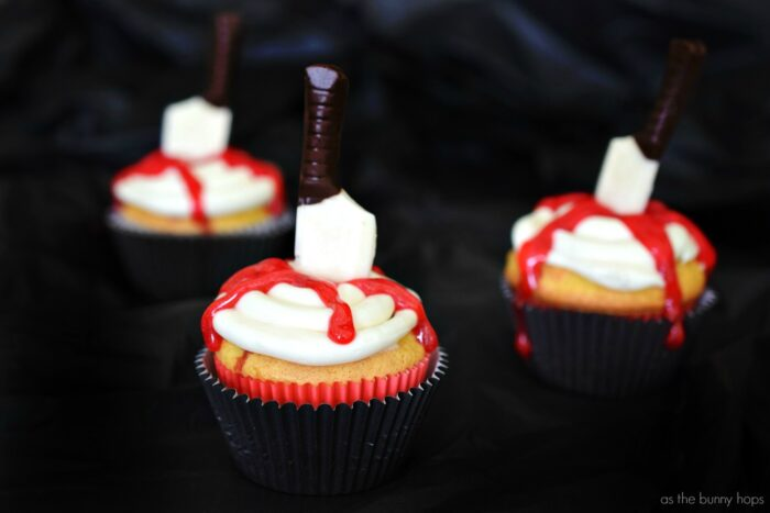 "Get ready for a creepy good time with these The Shining movie night treats! On the menu? Redrum cupcakes and candy-coated ""murder scene"" popcorn in an Overlook Hotel carpet inspired bag!"