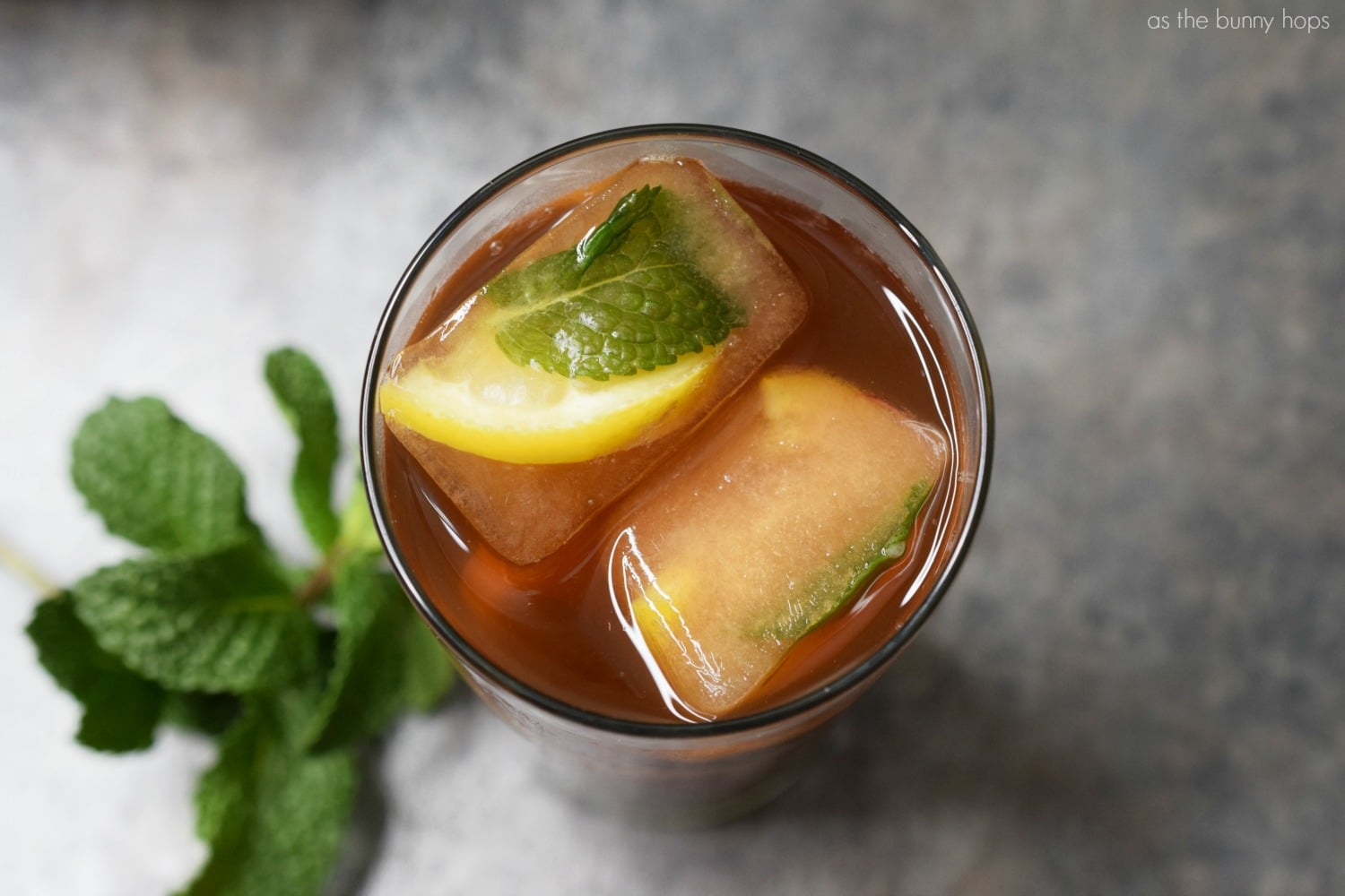 One Minute Lemon Mint Iced Tea - As The Bunny Hops®