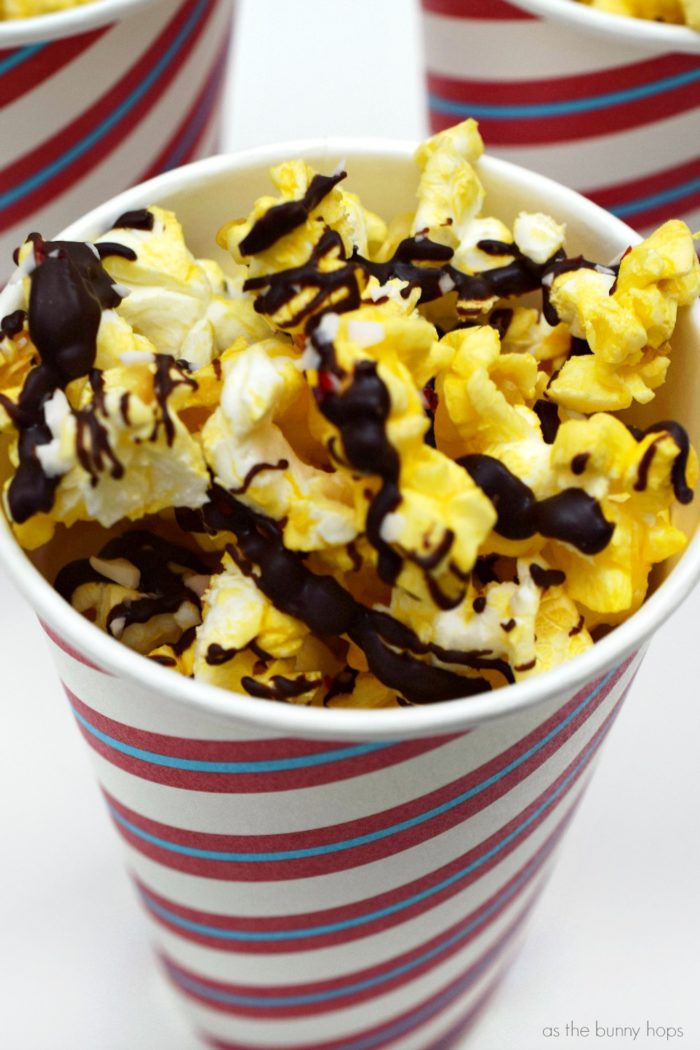 Ready to binge on your favorite holiday movies? Nothing goes better with Christmas classics than a batch of peppermint bark popcorn!