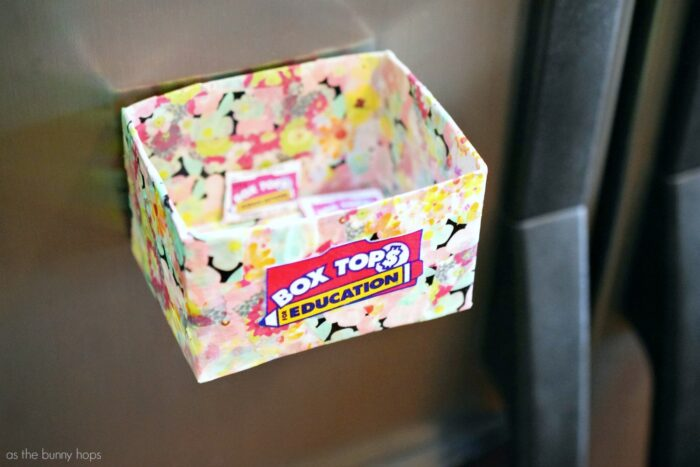 Nowhere to save your Box Tops? Make an easy magnetic Box Tops holder you can keep on your fridge! The kids can even help you with this simple DIY.